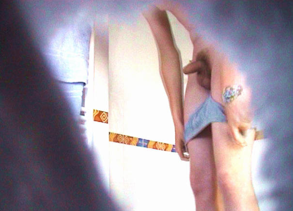boyspycam-guy-undressing